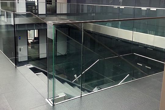 nowoczesne balustrady szklane