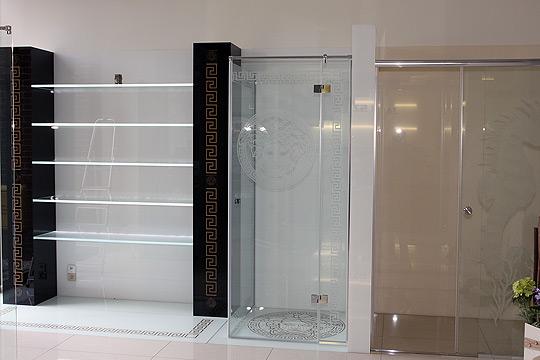 witryny szklane ekspozycyjne